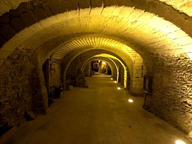 Streetphotography Tunnel Girona Peratallada