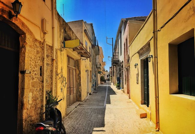 Picipo Buffulutu Bodensee Architecture Built Structure Building Exterior Street The Way Forward Narrow Clear Sky Residential Building Residential Structure Empty House Long Transportation Blue Day Diminishing Perspective Sunny Alley Vanishing Point Pathway