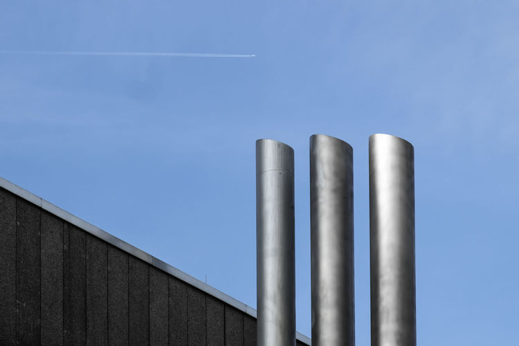 Threeinarow Berlin Photography Minimalist Architecture Architectural Column Architectural Detail Architectural Feature Architecture Architecturelovers Blue Built_Structure Clear Sky Fujix_berlin Fujixseries Metal Minimalism Minimalist Photography  Minimalobsession No People Outdoors Ralfpollack_fotografie Steel Fresh On Market 2017 The Graphic City Colour Your Horizn