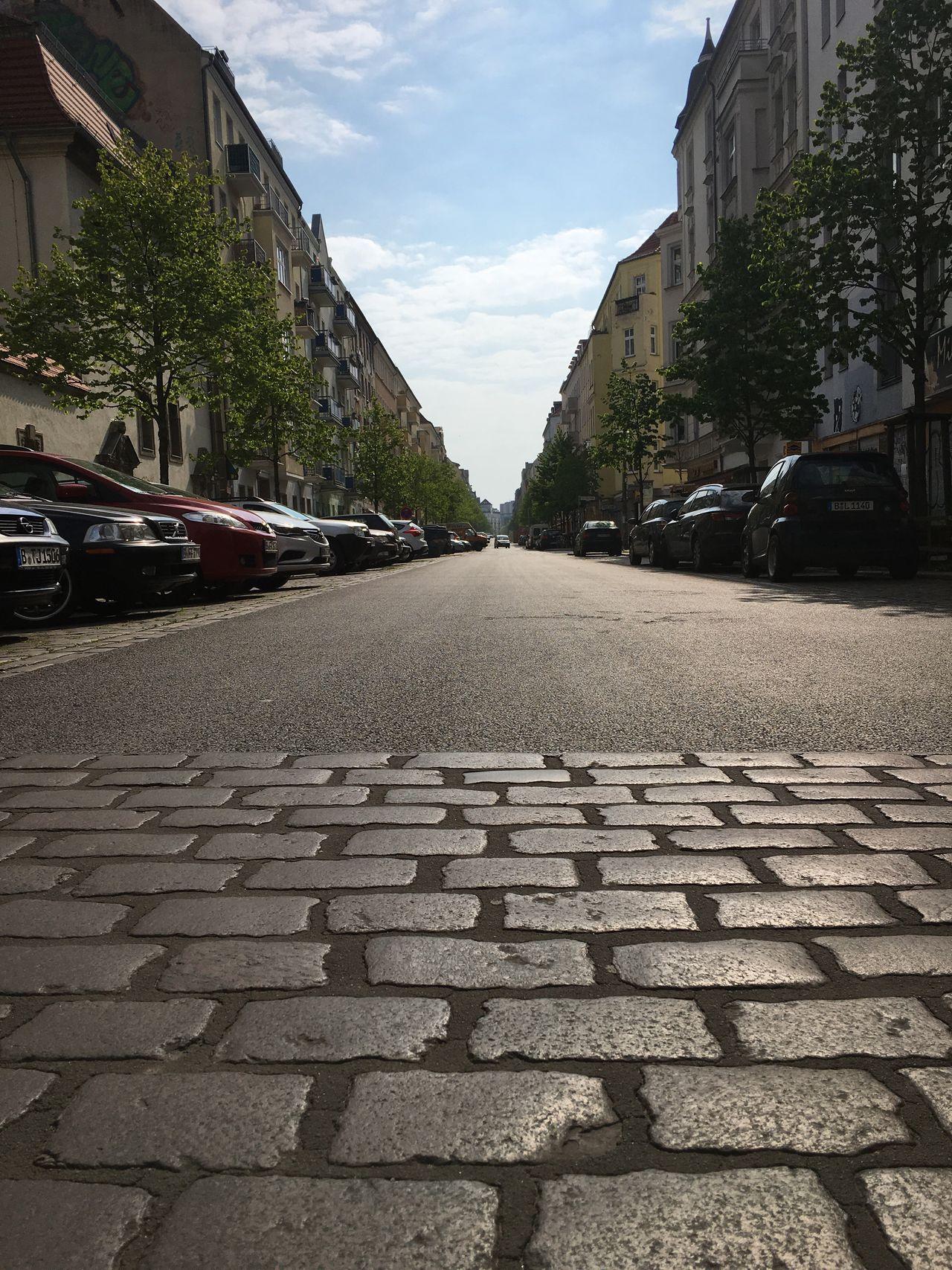 Guten Morgen Friedrichshain 1. Mai Zentralperspektive Road Sunny Morning No Riot Empty No People