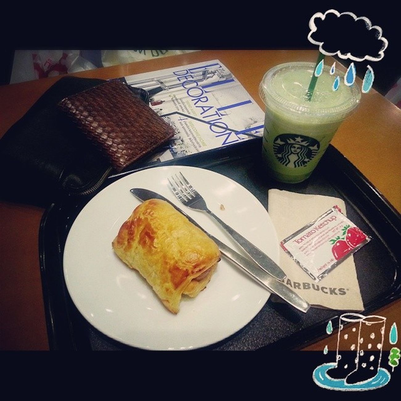นั่งรอฝนหยุดตก Starbucks Starbucksthailand Starbuckscentralrama3 Icedgreentealatte greentea jumbosausage