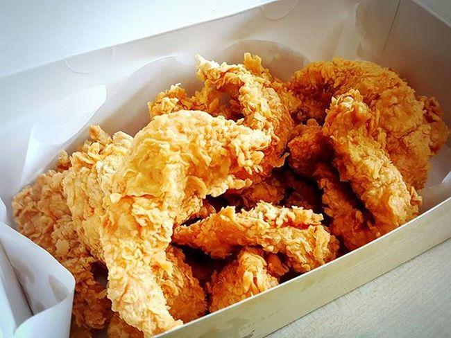 맘스터치에서 감자튀김 만큼이나 사랑하는 순살치킨~😍 뼈가 없어 깔끔하게 먹을수가 있지~~😊 . . . 맘스터치 Momstouch 치킨 순살치킨 Chicken 냠냠 맛스타그램 먹스타그램 Instafood Foodie