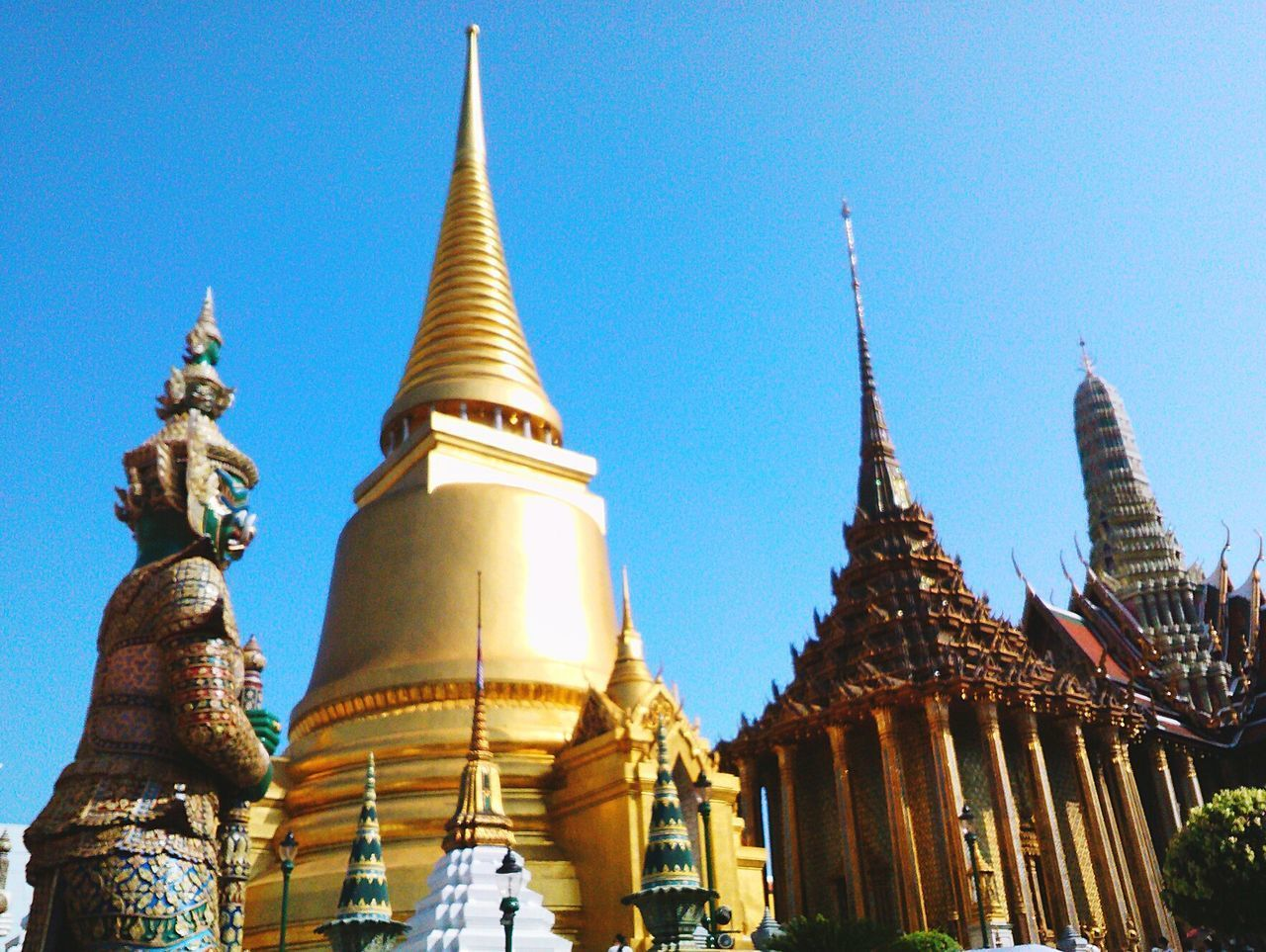 Temple Of Thailand EyeEm Selects Thai Temple Temple Thailand Thai ASIA Asean Thai Culture Culture Giant Hug Pagoda Gold Pagoda Gold Place Of Worship Place Important Place Amazing Thailand Protect Worship Religion Siam Building Thai Building Thai Architect