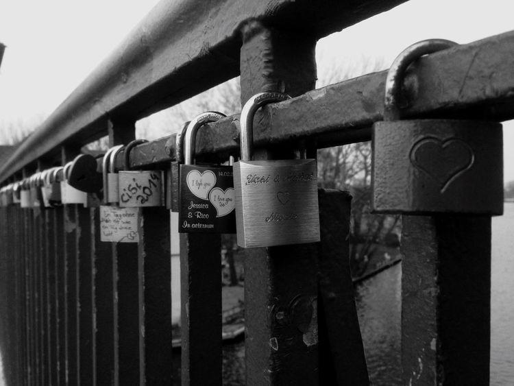 Treptow Treptower Park Schlösser Lock Brückengeländer Brücke Bridge Bridges Blackandwhite Blackandwhite Photography Black And White Black & White Schwarzweiß Schwarz & Weiß