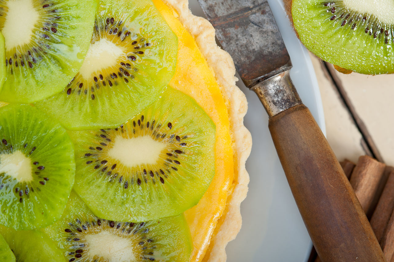 fruit, food and drink, food, freshness, slice, kiwi - fruit, cross section, healthy eating, kiwi, close-up, ready-to-eat, no people, indoors, table, sweet food, dessert, day