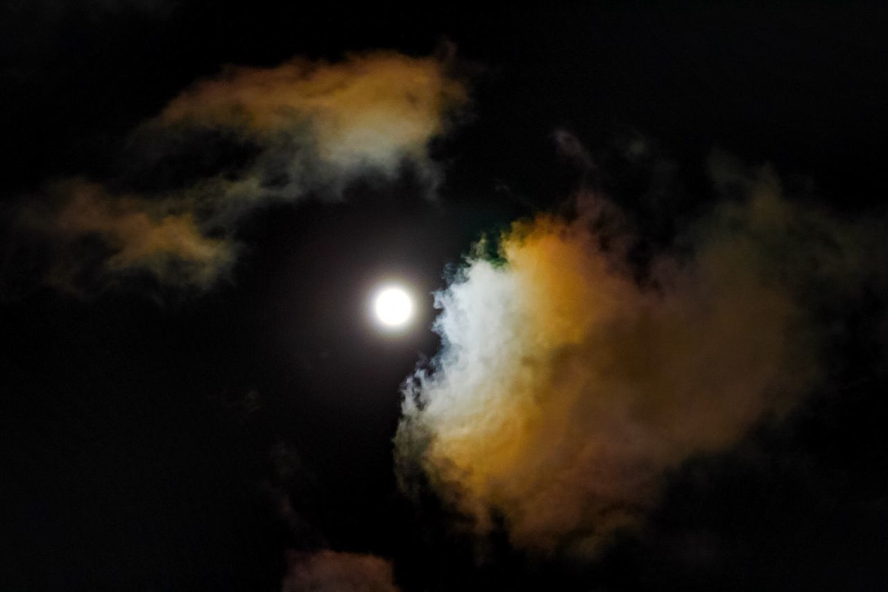 Outdoors Beauty In Nature Sky Beauty In Nature Cloud - Sky Cloud Moon Moonlight Nightphotography Night