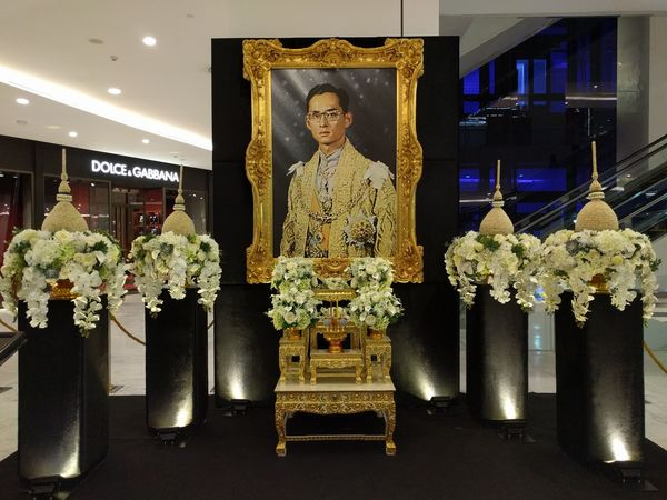 Tribute to the late King of Thailand Archival Arts Culture And Entertainment Decoration Indoors  King Mall Mourn Mourning People Portrait Shopping Thai Thailand Thailand_allshots Travel Tribute