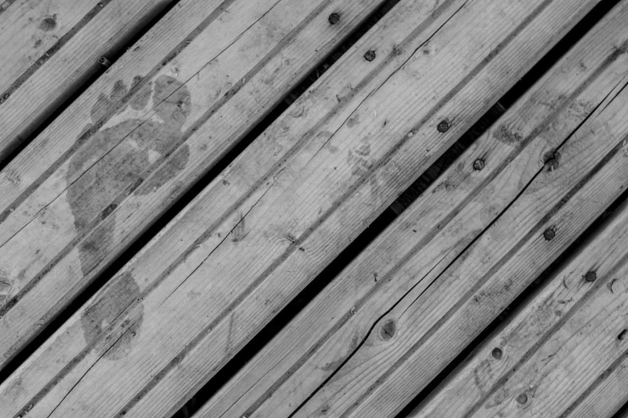 wood - material, hardwood floor, hardwood, backgrounds, pattern, wood grain, plank, textured, flooring, timber, wood paneling, striped, knotted wood, table, rough, old-fashioned, deck, close-up, brown, no people, indoors, nature, day