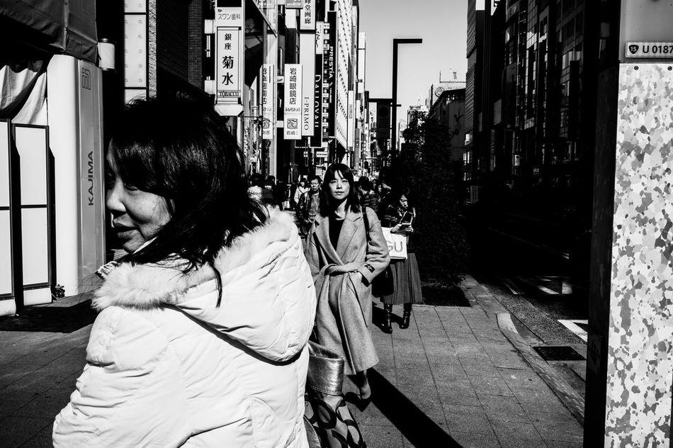 Light And Shadow Streetphotography Capture The Moment EyeEm Best Shots 35mm Street Photography People City City Life Leicacamera Tokyo Street Photography Street Blackandwhite Monochrome