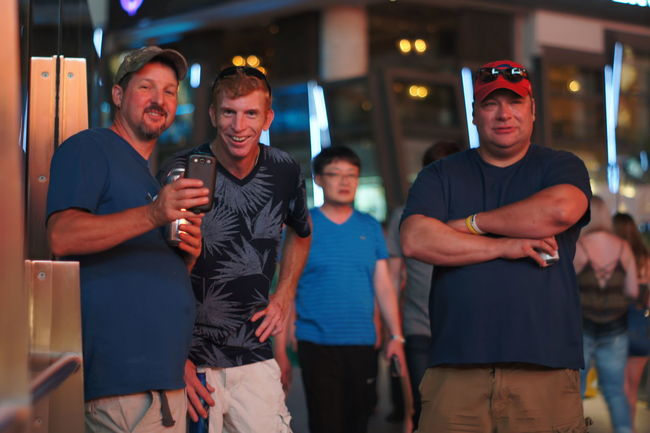 Dinner and a show Audience Being Entertained Bubba Entertainment Guys Las Vegas Observing Street Street Photography Streetphotography Watching A Performance