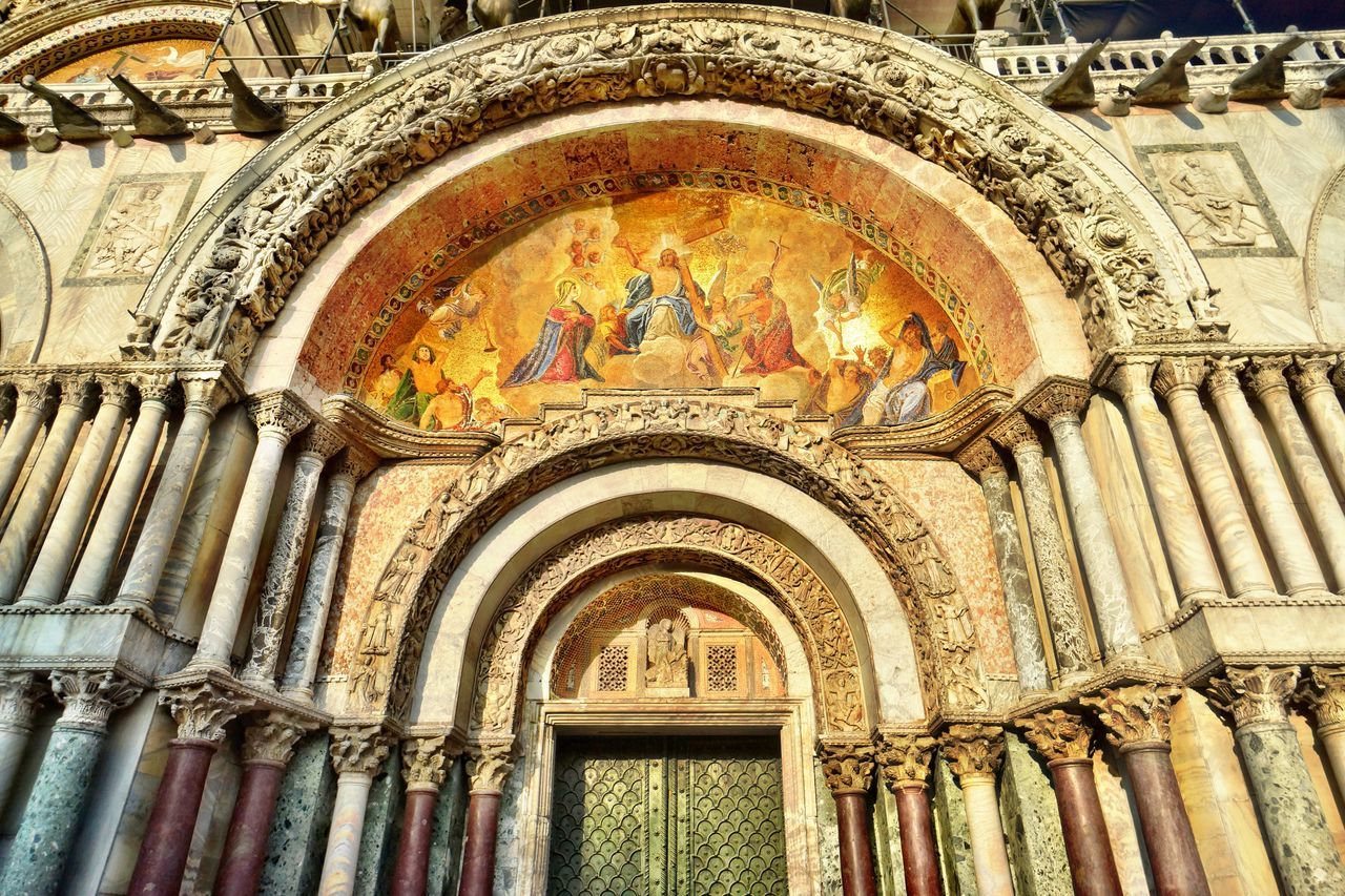 Chiesa de San Marco entree Arch Architecture Built Structure Byzantinic Day Dogenpalast Female Likeness Fresco Human Representation Indoors  Low Angle View No People Place Of Worship Portal Religion Spirituality Touristic Destination