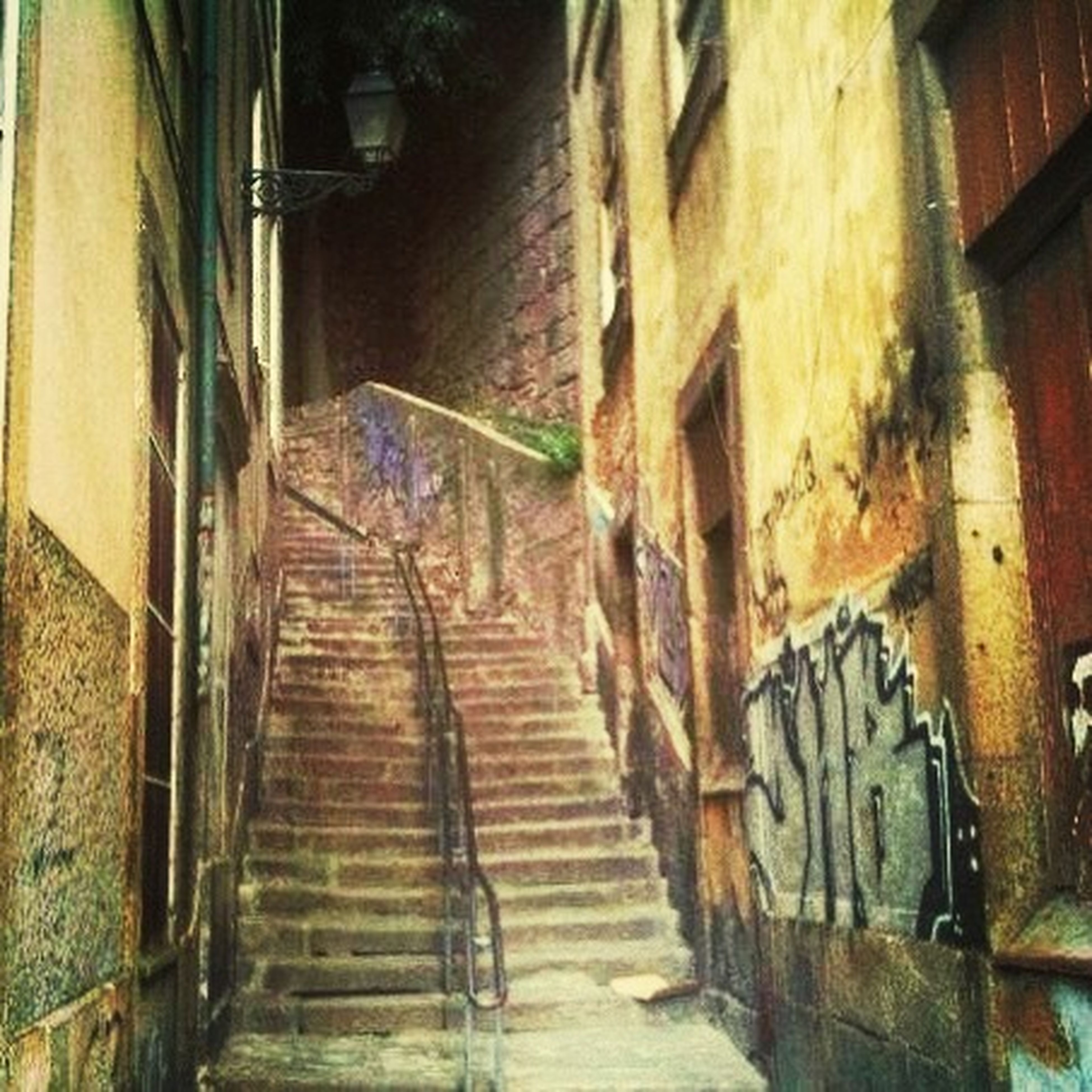 architecture, built structure, building exterior, the way forward, building, wall - building feature, residential structure, house, residential building, narrow, old, alley, brick wall, graffiti, steps, wall, abandoned, weathered, diminishing perspective, door