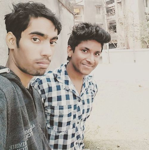 Perfect click😉 Me Vivek Molu Somu Fun Daylight Sun Field Winter Checks Friend Brother Selfie Awesome Picoftheday Instalike Instacool Swag