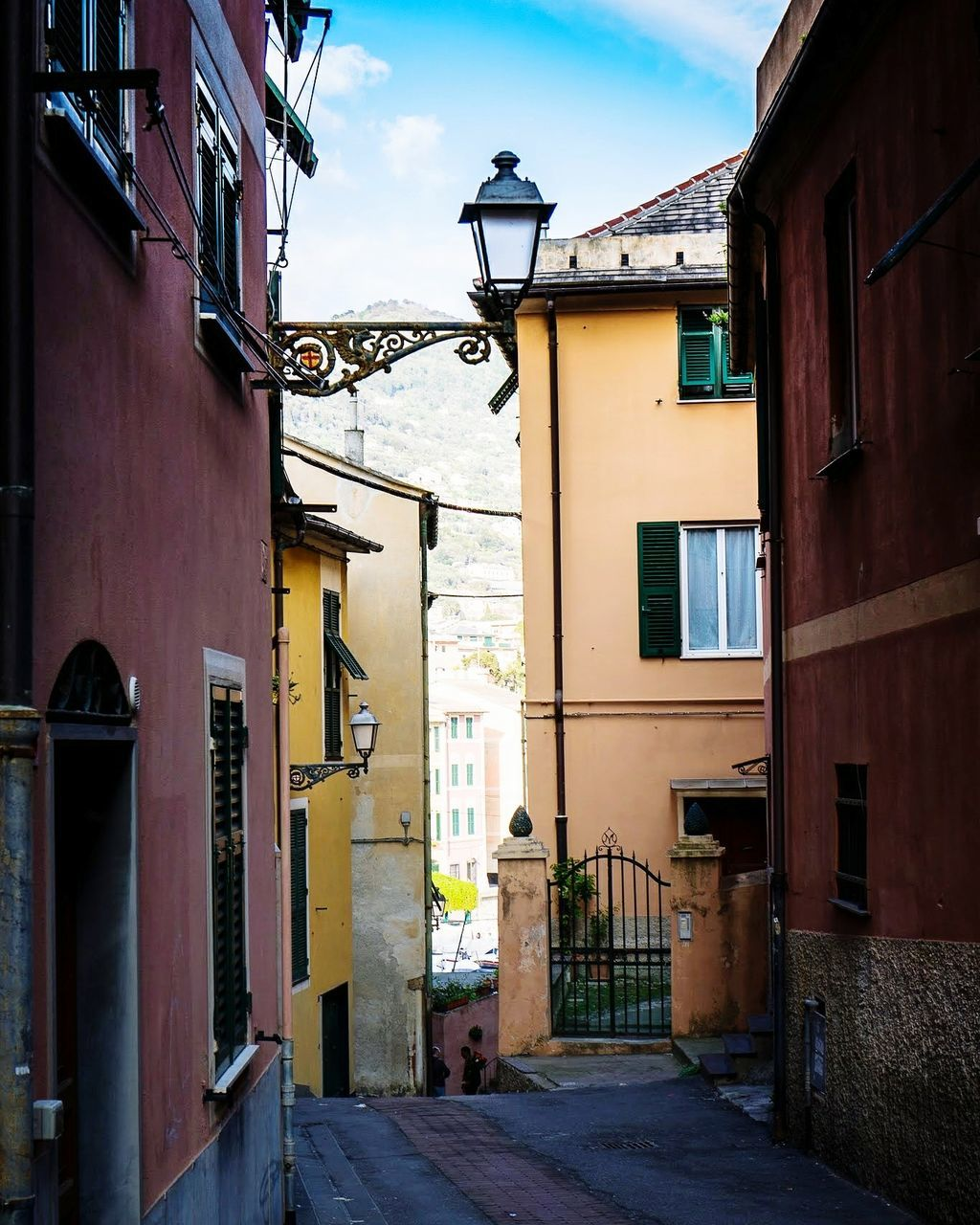 building exterior, architecture, built structure, wall lamp, outdoors, street lamp, street light, window, no people, residential building, alley, sky, the way forward, day, city