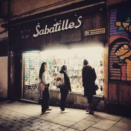 When in Barcelona ... Latergramming Latergram Wintermemories traveling friends spain zapatos nightshopping
