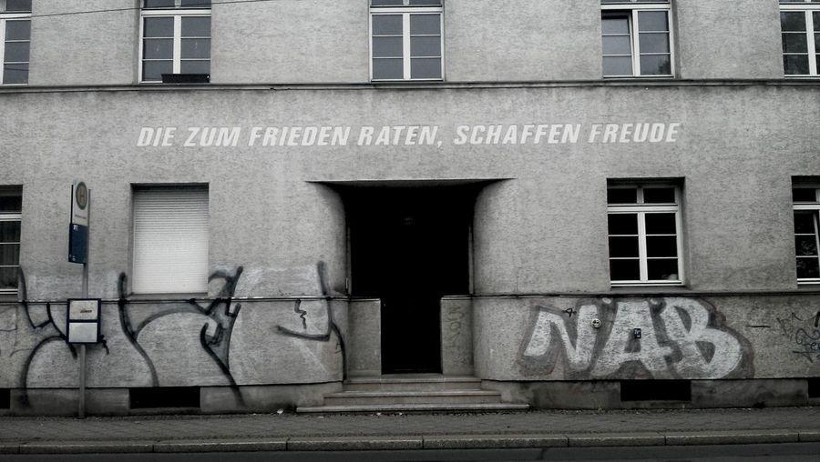 Die zum Frieden raten, schaffen Freude Leipzig Peace SpreadThePeace Fasade