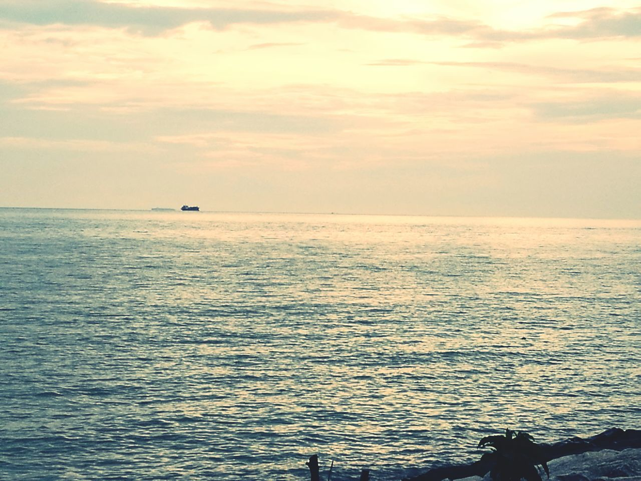 sea, water, beauty in nature, scenics, nature, horizon over water, tranquil scene, tranquility, sky, sunset, idyllic, outdoors, cloud - sky, rippled, vacations, no people, day
