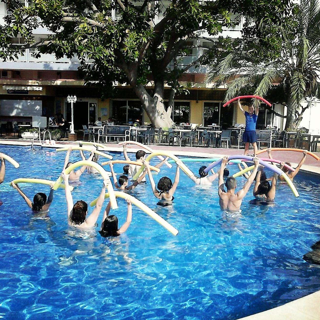 Aquagym en nuestra piscina con nuestro super animador Borja. Playa De Gandia Aquagym
