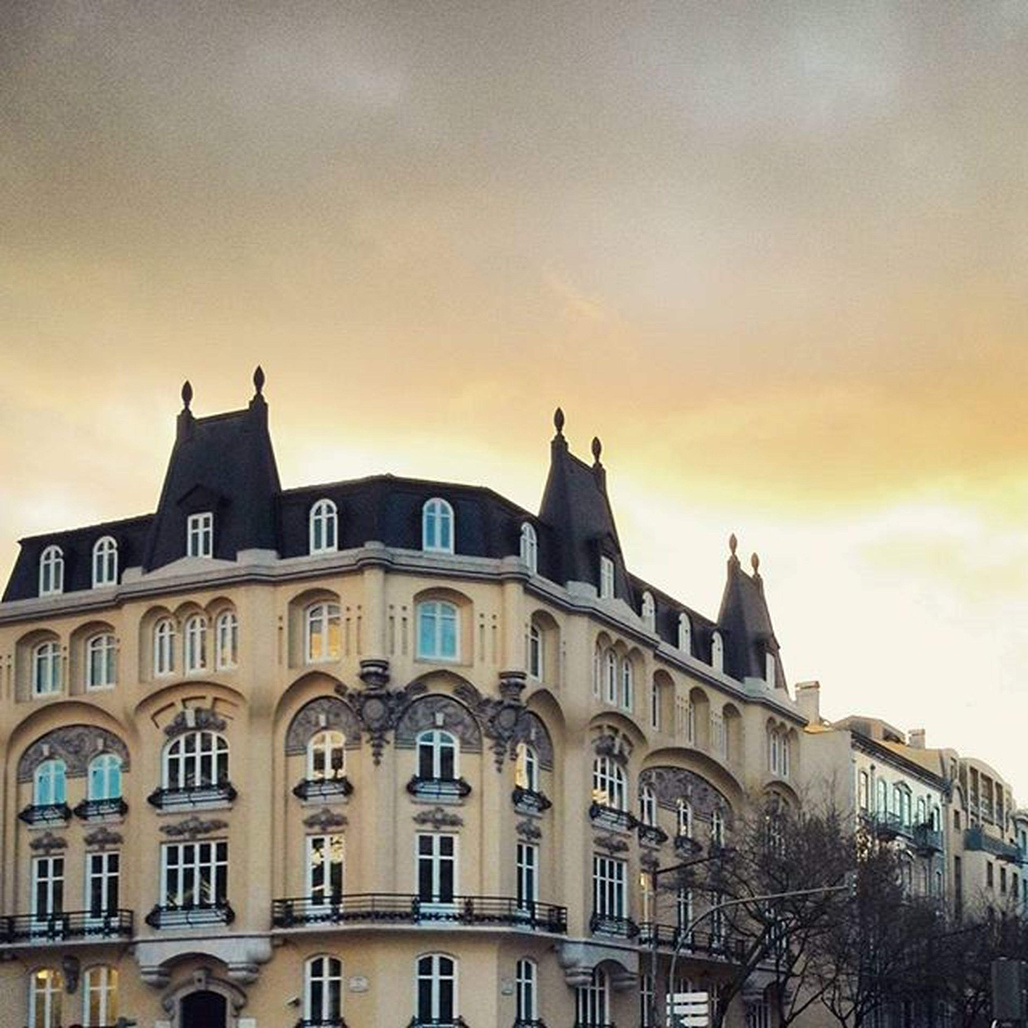 Little Paris. Lisboa Sunset Clouds Skyporn Avenidadarepublica Lisbon