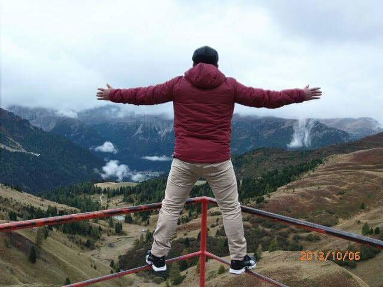 mountain, mountain range, rear view, nature, scenics, beauty in nature, standing, outdoors, one person, day, landscape, adult, sky, one man only, adventure, adults only, men, people, only men