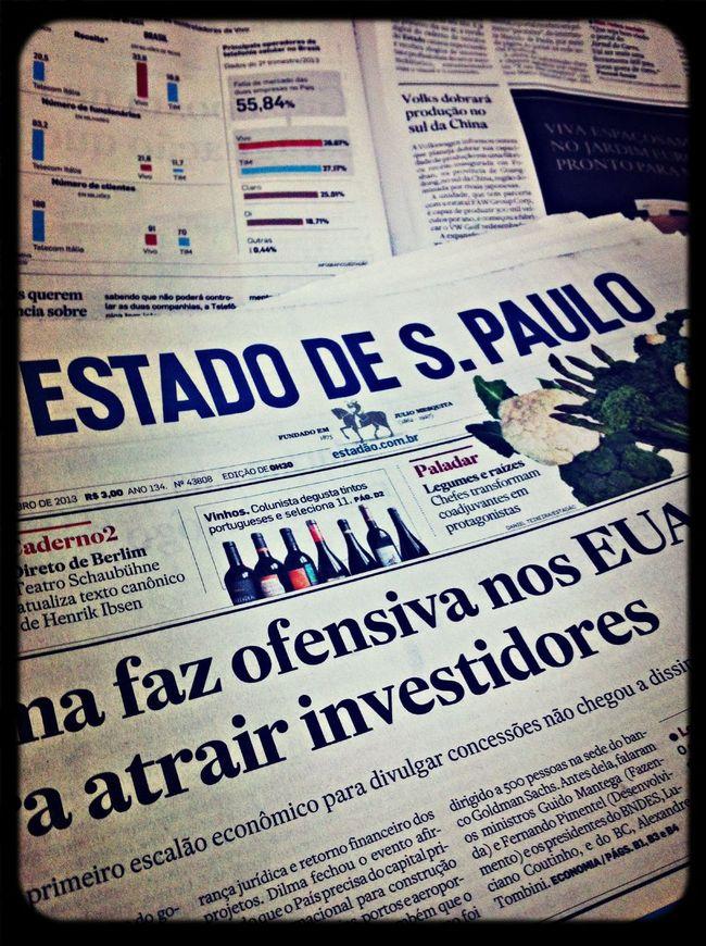 quinta feira, dia de ler o jornal :)