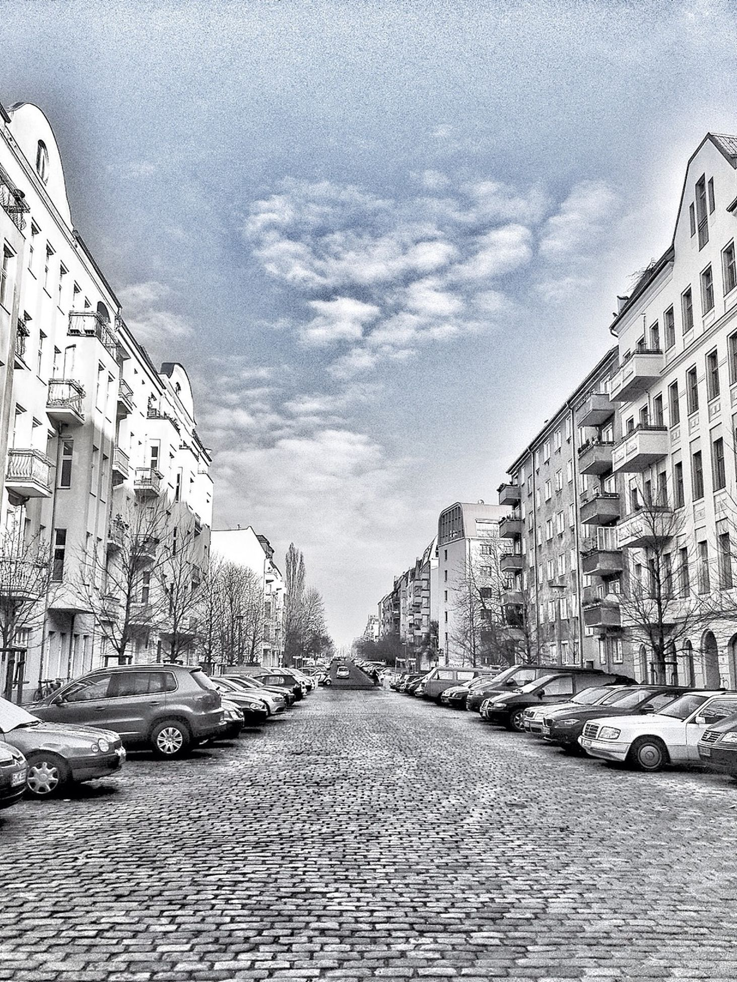 building exterior, architecture, city, street, built structure, building, residential structure, city life, car, outdoors, city street, residential building, land vehicle, the way forward, road, ancient civilization, history, historic, culture, ruined