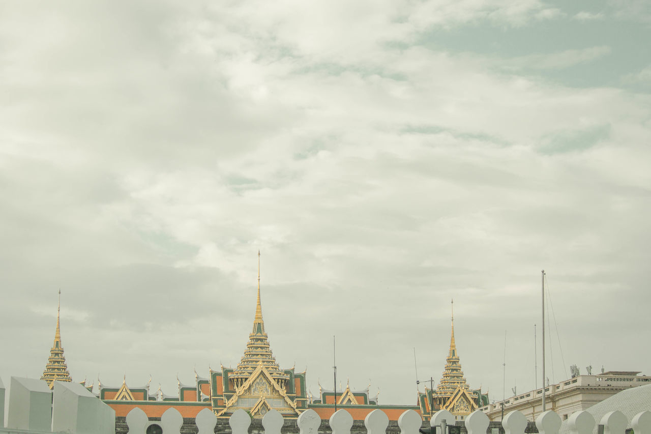 Architectural Detail Bangkok Bangkok City Beautiful Day Golden Grand Palace Bangkok Thailand No People Outdoors Outdoor Pictures Sky And Clouds Temple - Building Wall Architecture