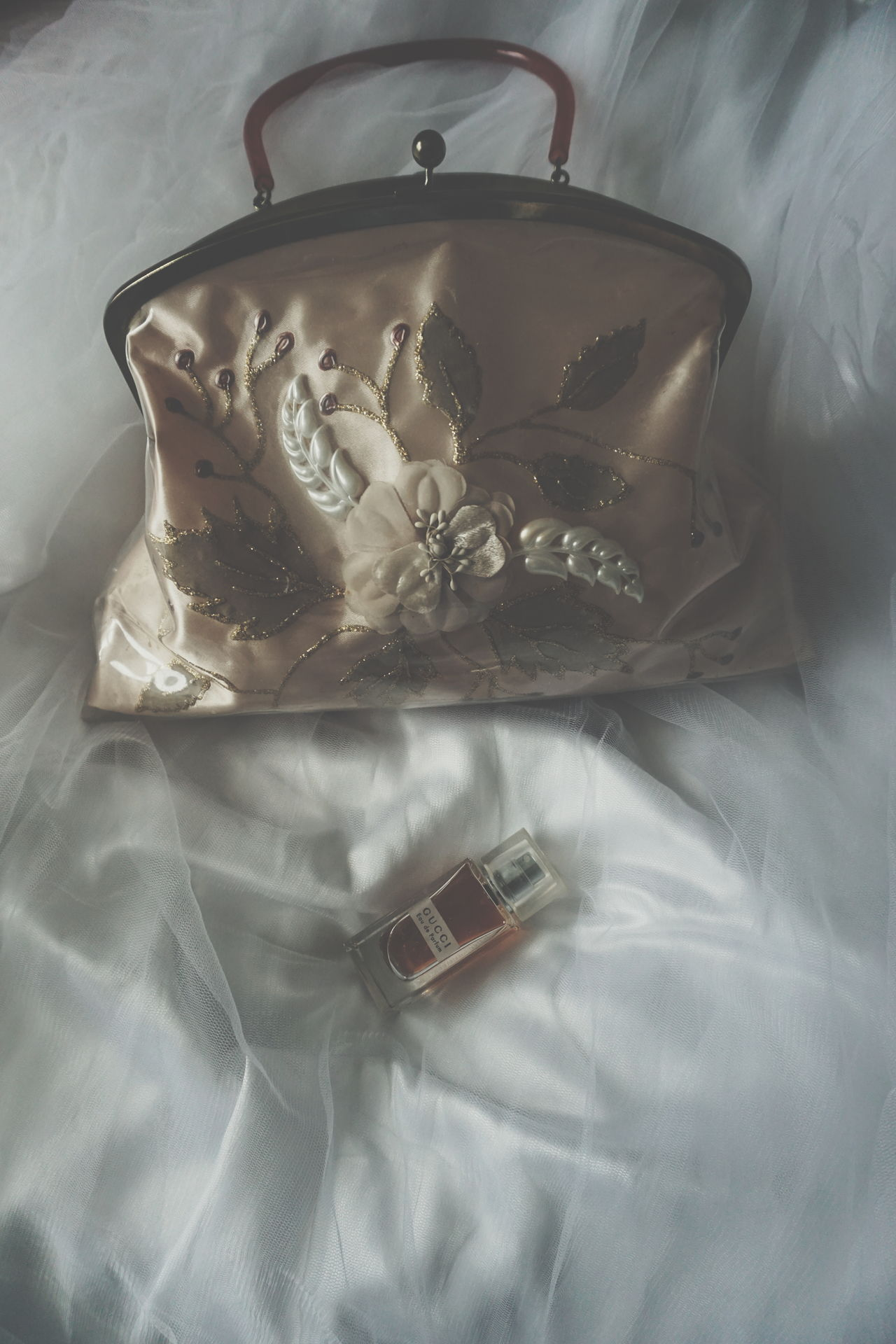 vintage purse No People Indoors  Gold Colored Luxury Jewelry Precious Gem Close-up Day Perfumes Parfume Perfume Sprayer GUCCI Wedding Pastel Colors Pink Gold Purse Purses Pastel Power Heritage Memories Vintage Old White Background Wedding Dress Lieblingsteil