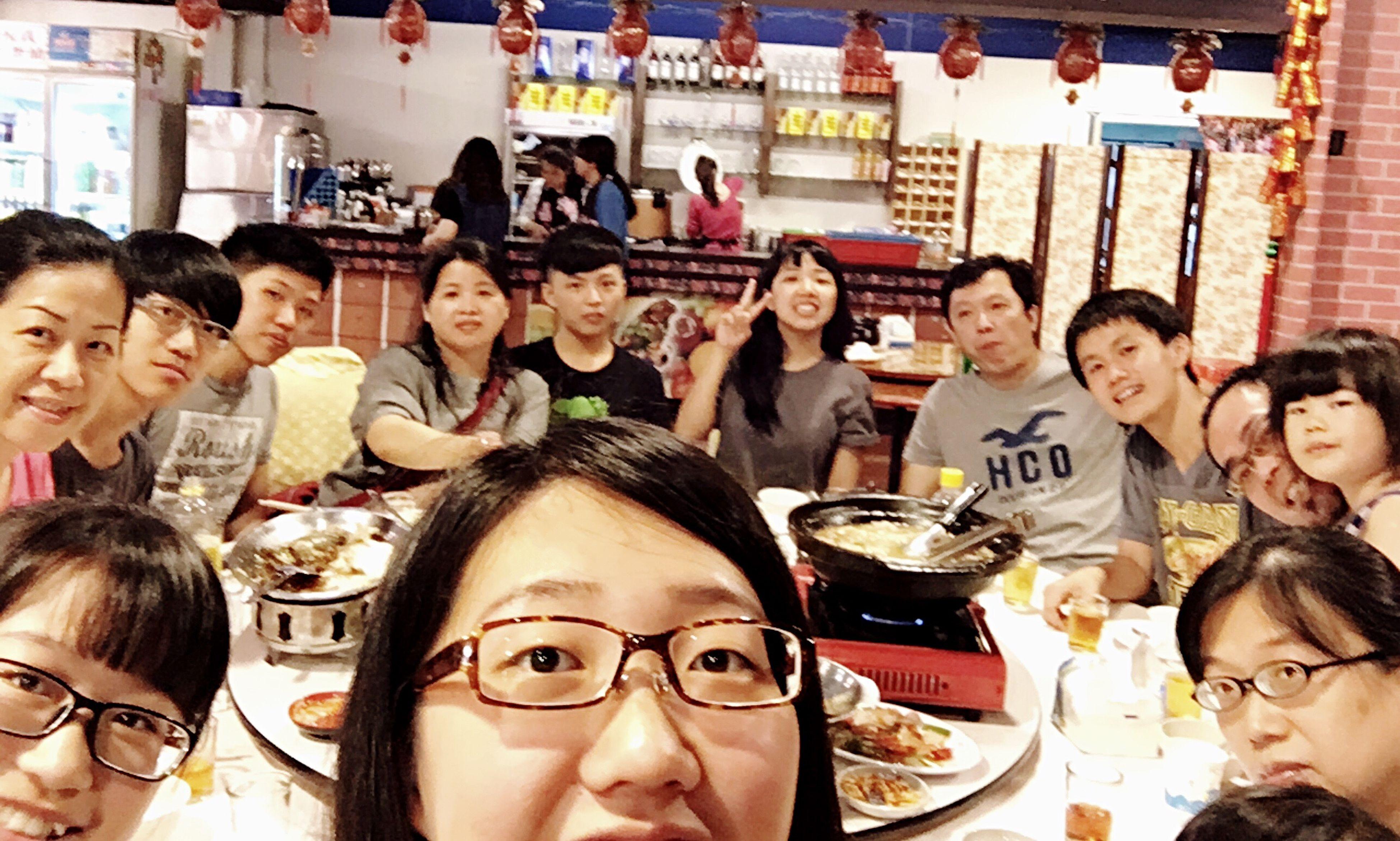 讓我來說說掌鏡人的悲哀吧⋯⋯。我說完了。 Chinese Culture Chinese Food Hakka Family❤ Family Time The Portraitist - 2016 EyeEm Awards Selfie Portrait Self Portrait Selfie ✌