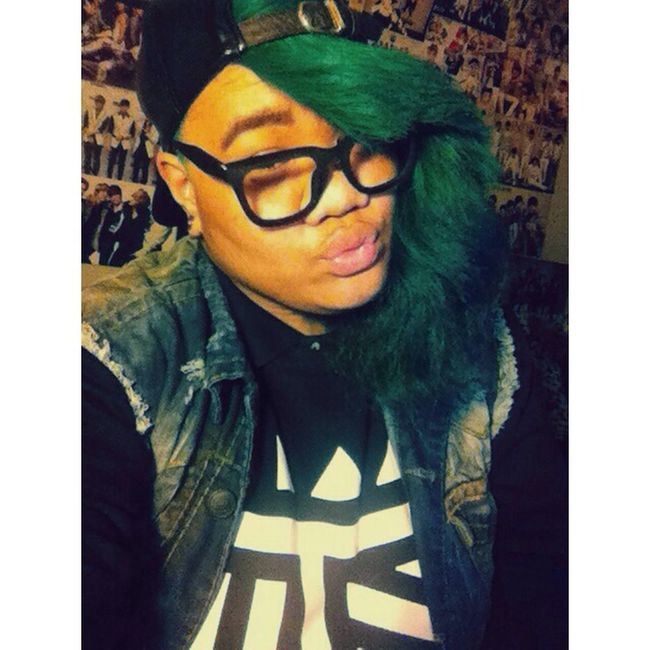 Dat green hair tho ?✋ Selca Green Hair Ugly Tho LMAO