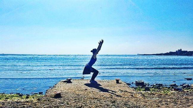 The secret of happiness is freedom, the secret of freedom is courage 😏🎠 Summer Yoga Sea Seaside Nature Yogagirl Yogateacher Aycyambassador Work Yogadaily Today Monday Asana Namaste Yogalife Askileyap