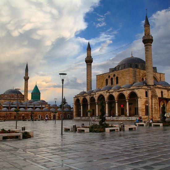 Açılan kapıların nereye ve hangi yöne açıldığını bilmek gerek. Konya Turkey konya Mevlana Rumi Sufi allah god mosque Camii unesco live Fotografliyorum