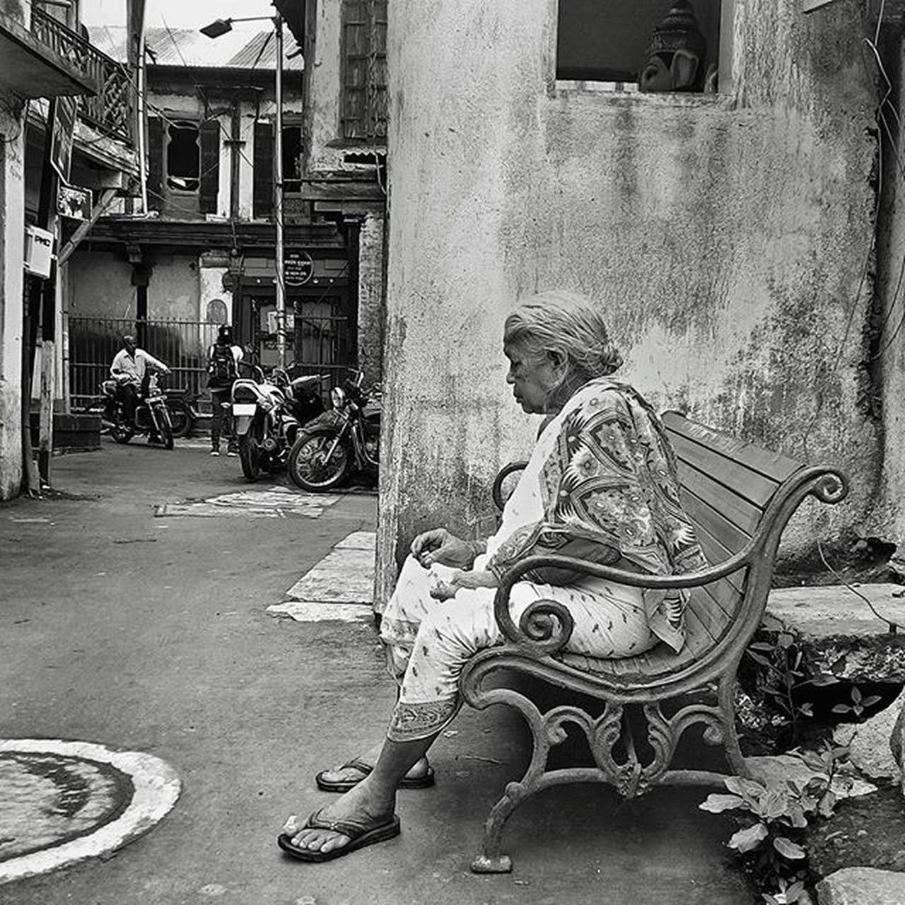 In deep thoughts. I was sitting just beside her clicking pictures for around 10mins but she didn't even noticed. Streetphotography Street Blackandwhitephotography Blackandwhite Streetphotography Traveller Travellers Travellerslife Pictureoftheday Picoftheday Instadaily Instagood Puneclickarts Punebytheday Old People Photowalk Life Citylife Thoughts TPSextreme @thephotosociety Inspiroindia