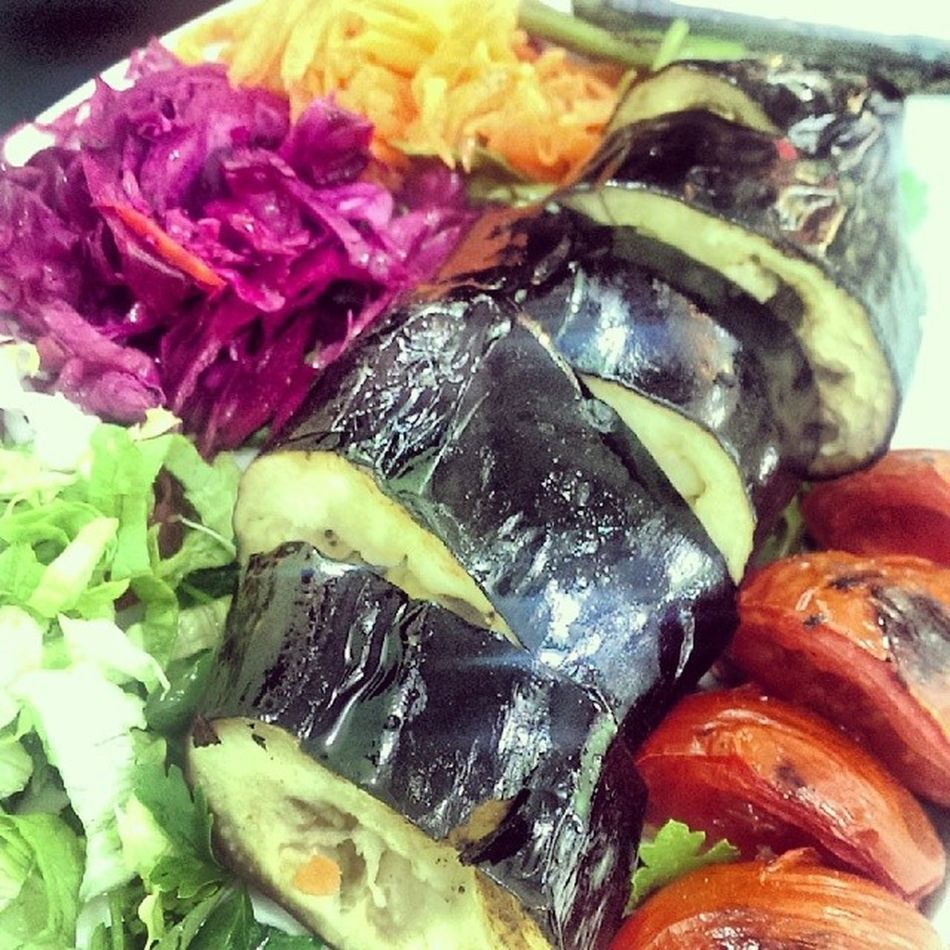 Just had chargrilled aubergine! Omg so tasty, will have to do this at every bbq from now on! Amazing food in Istanbul Dinner Tasty Delicious Aubergine Salad Healthy Travel Good BBQ Barbecue Grilled Turkish