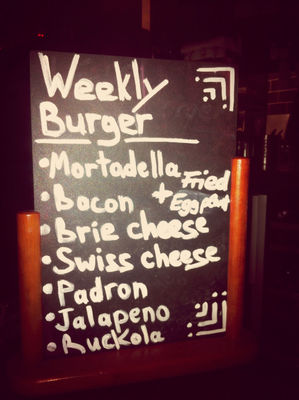 Burger at Ruben & Carla by René Machel