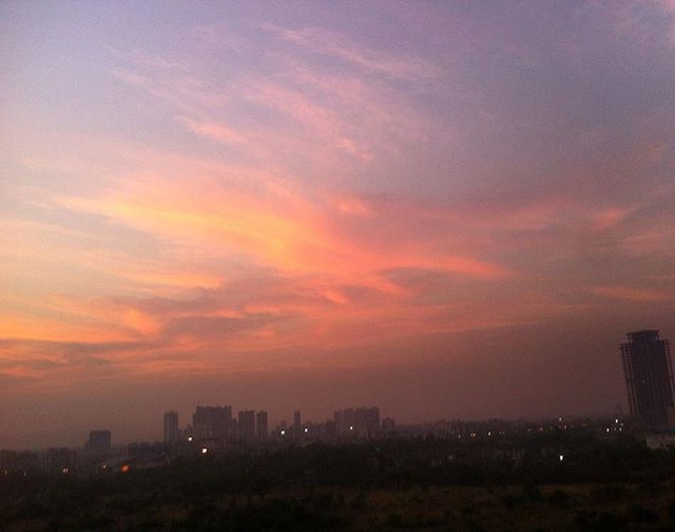 when the evenings are magical! Skyporn Skylove Skylovers Sky_captures Evenings Eveningsky Beautifulsky Thatsky Thatscene Thatview Naturesart Naturesmagic Naturesbeauty Mesmerizingsky Magicalevening Orangesky Bliss Happiness Cantgetenough Noeditsneeded