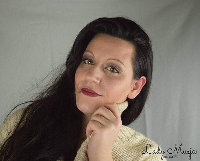 Das 23. Somit das vorletzte Türchen zum Bloggeradventskalender2015 hat sich bei mir geöffnet, schaut auf meinen Blog. Makeuprevolution Rivaldeloop Maxfactor Essence Manhattan Makeupartist OmbreLips Xmasmakeup Blogparade Nikonphotography Nikond5300 Beautyblogger_de Beautyblogger Makeupaddict MakeupJunkie Gold
