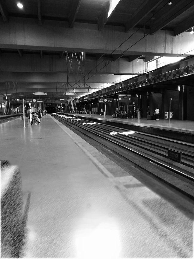 Atocha Renfe España🇪🇸 Madrid Spain Monochrome HuaweiP9 Probando EyeEm Fotography Ideas Blanco & Negro  Monocromo Black & White Vision Blanco Y Negro Trenes Viajar Vía Renfe