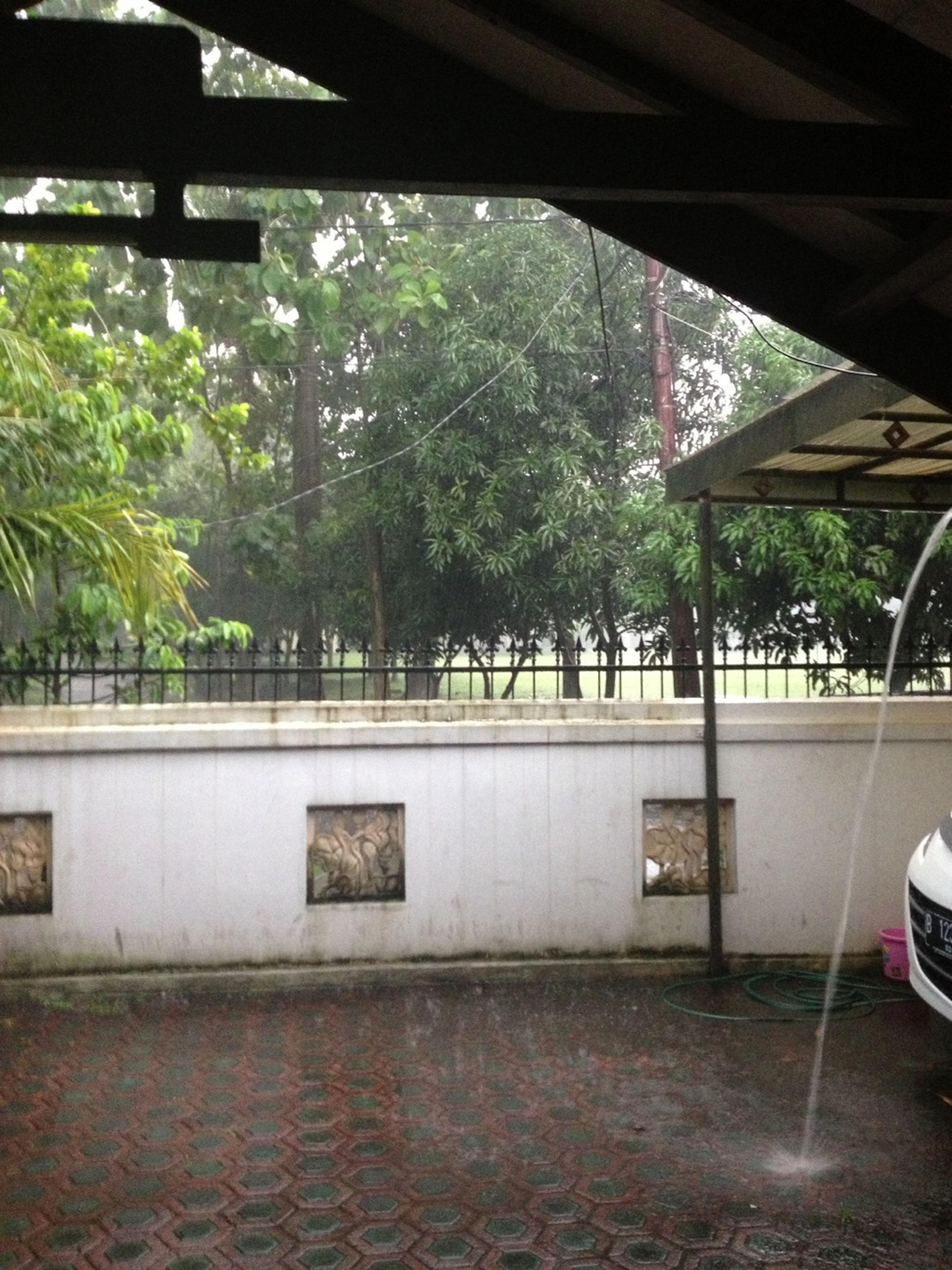 Deres Bangettt Hujannya...hujan Angin...