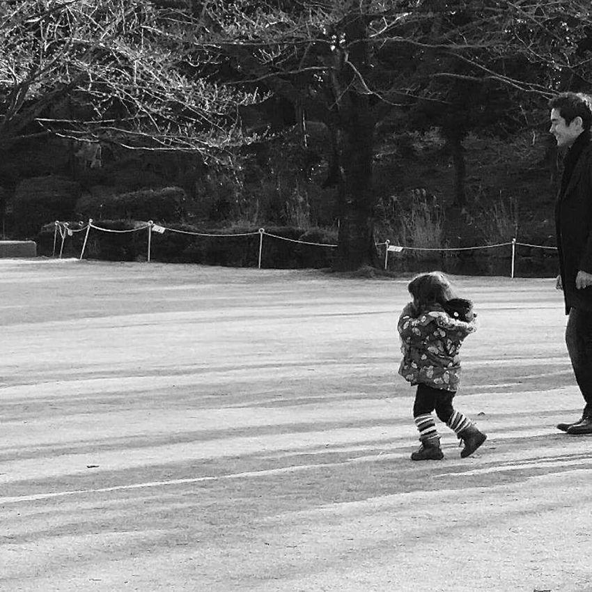 Tokyo Spring Father And Son Streetphotography Kitanomaru Park Bnw Bnw_tokyo Bnw_city Bnw_globe Bnw_collection Bnw_streetphotography EyeEm Gallery EyeEm Japan EyeEM Tokyo Eyeem Spring Eyeem Streetphotography Eyemphotography EyeEm Bnw
