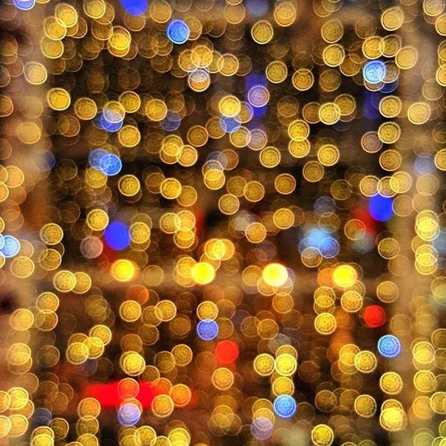 Christmas Bokeh Managed to throw the focus manually on my phone and create some nice rainbow bokeh (out-of-focus points of light). :-) Christmas Bokeh Rainbow Blur Light Lens Colourful Aperature Unionsquareaberdeen Circle Aberdeen Visitaberdeen VisitScotland Beautiful Creative Abstract
