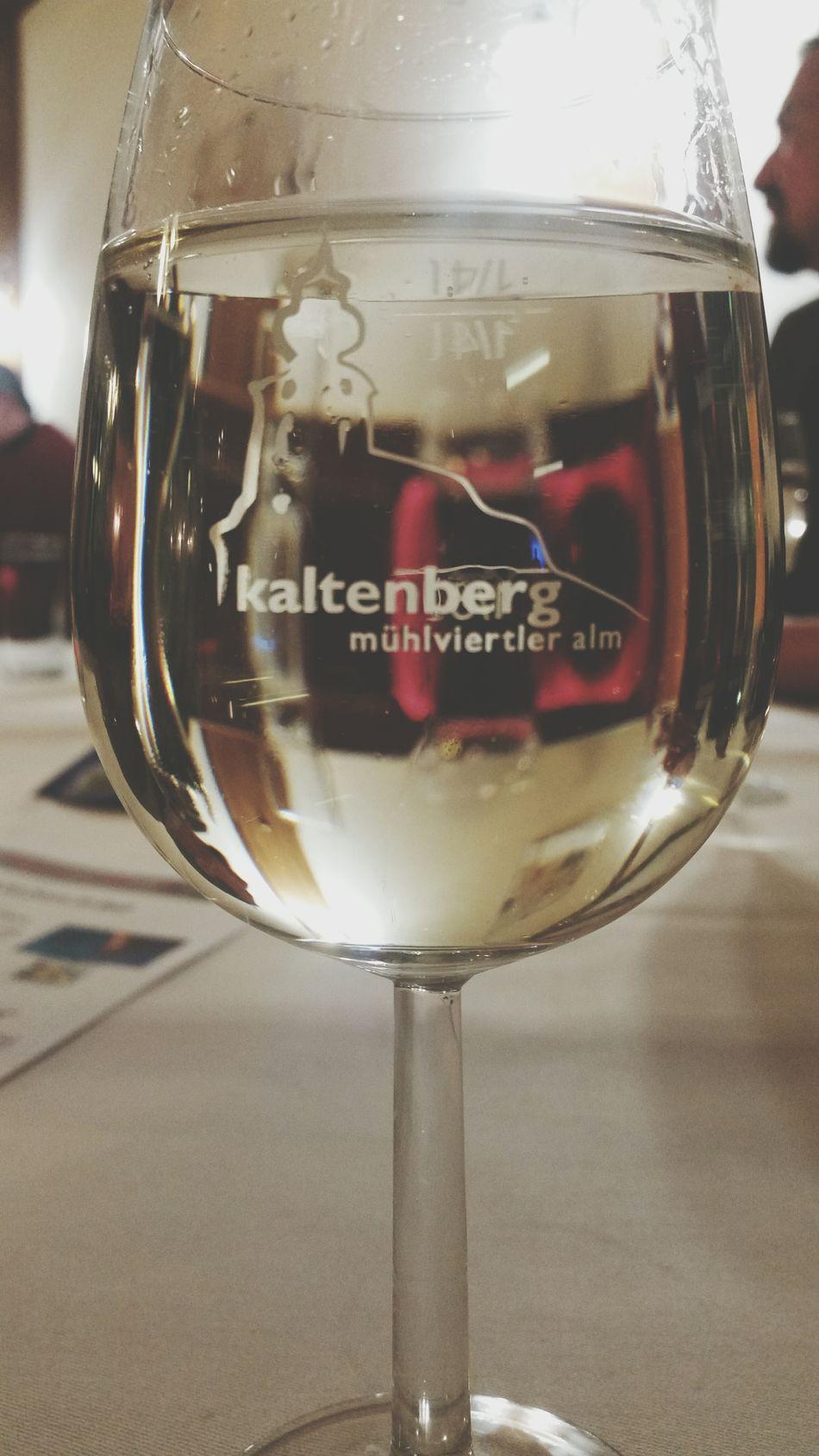 Feiner Wein Raise Your Glass Put Your Hands Up In The Air Taking Photos Gutes Tröpfchen Happy New Year Ff Ball Kaltenberg Kaltenberger Hof Feiern Ein Hoch Auf Uns Have A Nice Day♥ Oberösterreich Fun Nightlife Feeling Good Tracht