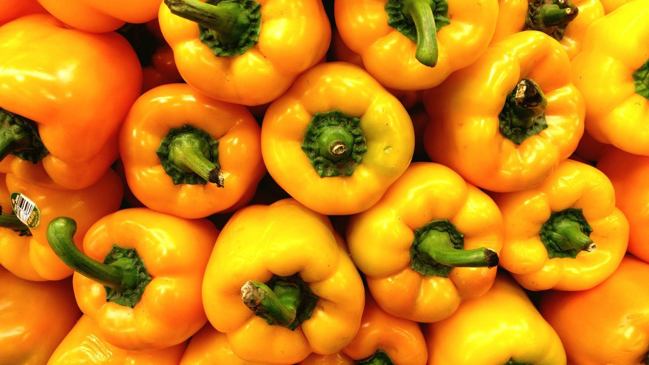 Yellow Yellow Bell Pepper Bell Pepper Bell Peppers Vegatables Vegatable Fruits And Vegetables Produce Market Produce Display Produce Produce Department Salad Time Salad Vegetable Healthy Healthy Food