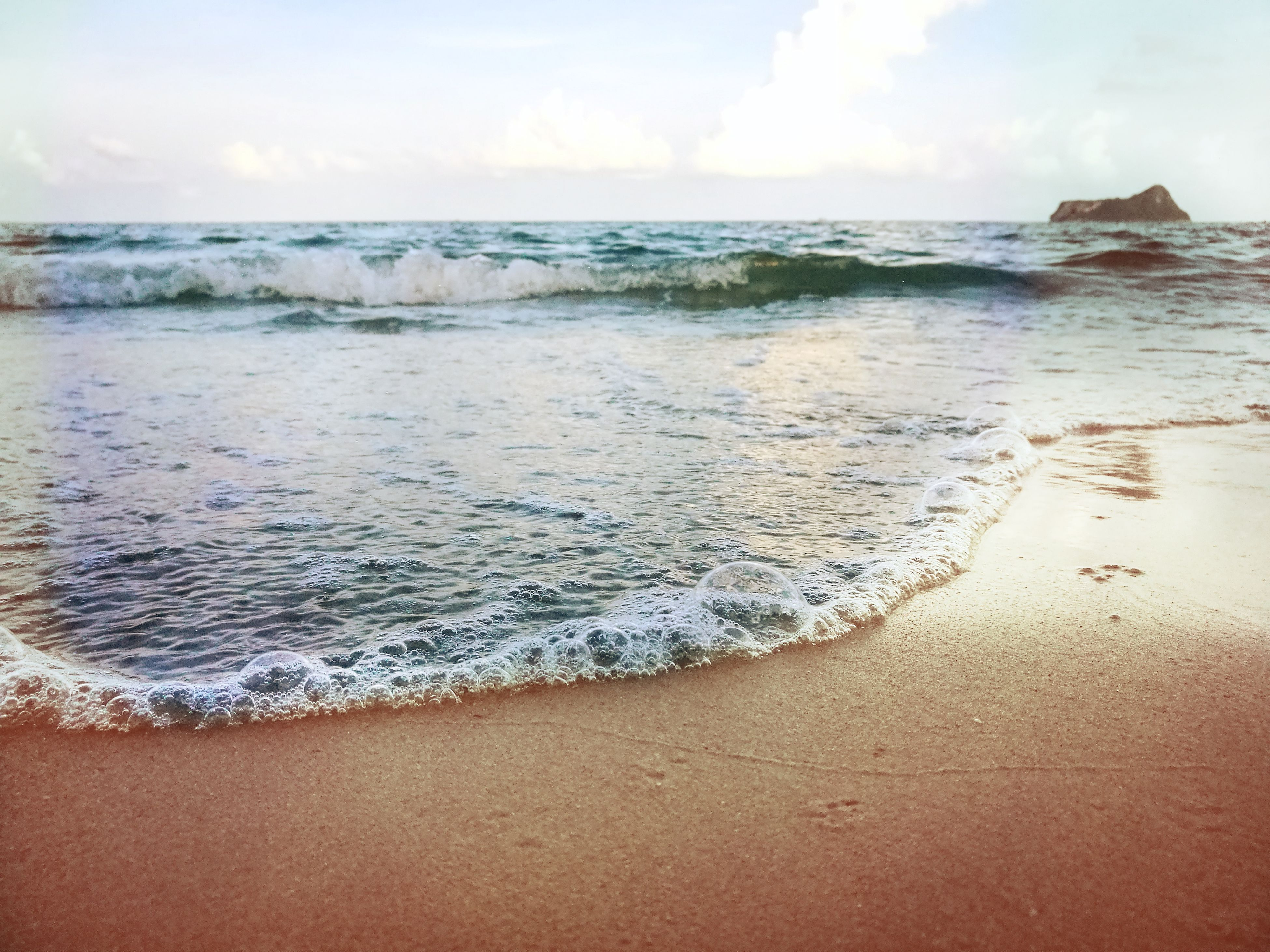 sea, beach, water, nature, horizon over water, sky, scenics, beauty in nature, wave, shore, sand, tranquility, tranquil scene, outdoors, day, no people