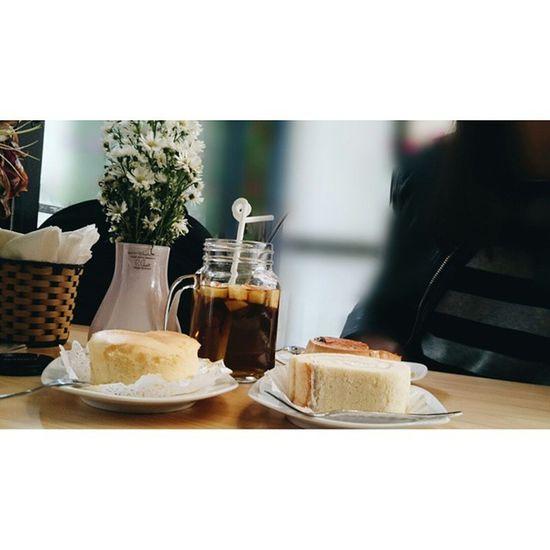 Tomorrow is monday, again 😥 Foodporn Foodyhanoi Lozihn Tea Chocoflan  Cake Jcc Durian Mycakebox Flowers Yummy Susfoodtrip
