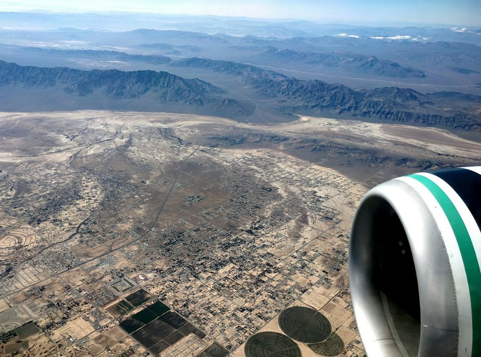 Viva las vegas 3 hour layover here! Check This Out Work Layover Loadmasterlife Lovemylife Sun Desert 737-800 From An Airplane Window 737engine Vegas