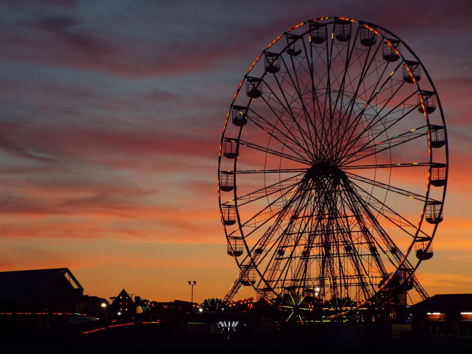 Night Time Late Evening Sky The Essence Of Summer Summer2016 Summertime Night Lights Summer Tourist Attraction  Tourism Late Evening Ferris Wheel Big Wheel Pier Lights On The Ferris Wheel Lights On The Big Wheel Miles Away