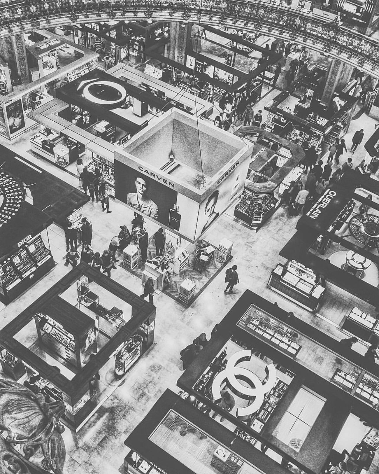 #View #Blackandwhite #Photo #Photogratphie #Paris #Shopping #Architecture