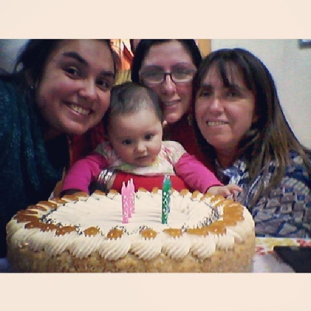 todas posando y la Pacita pegada a la torta♡ Instachile Nice Happybriday Mama Teamomamá