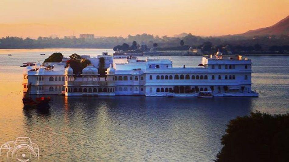 Rajasthantourism Wonderful_places India Indiatourism Udaipur Lakecity Beautifulday Beautifulcity Hotel Sunrise_sunsets_aroundworld Cityoflakes